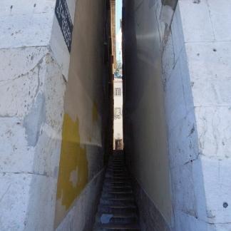 Escaliers étroits